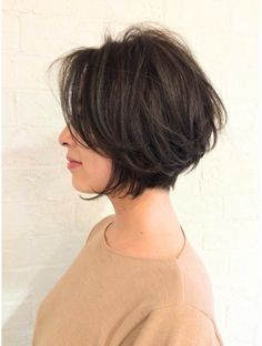 ディコ(Dico) ラフに仕上げてセクシーに☆秋の大人ショートボブ Pretty Hairstyles, Bob Hairstyles, Hair Inspo, Hair Inspiration, Medium Hair Styles, Short Hair Styles, Hair Cutting Techniques, Hair 2018, Dream Hair
