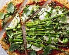 Pizza ultralight de légumes verts sur croûte de chou-fleur : http://www.fourchette-et-bikini.fr/recettes/recettes-minceur/pizza-ultralight-de-legumes-verts-sur-croute-de-chou-fleur.html