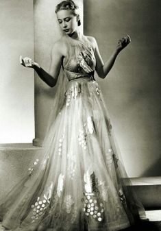 The flagship model Sonia Vionnet home presente la mode 1938 model Sojja been wearing summer dress for the Vionnet fashion house in Paris Get premium, high resolution news photos at Getty Images 1930s Fashion, Moda Fashion, Edwardian Fashion, Vintage Fashion, Fashion Goth, Ladies Fashion, Fashion Beauty, Madeleine Vionnet, Vestidos Vintage