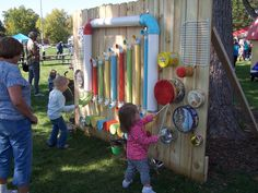 outdoor music station 1 Wonderful DIY Outdoor Music Wall / Station For Kids Diy Playground, Preschool Playground, Natural Playground, Outdoor Play Spaces, Kids Outdoor Play, Outdoor Learning, Outdoor Toys, Fun Learning, Indoor Play