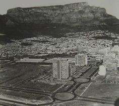 Vintage Historical Cape Town photos - old pictures of Cape Town Old Pictures, Old Photos, Cape Town South Africa, Out Of Africa, Most Beautiful Cities, African History, Vintage Photographs, City Photo, Tours