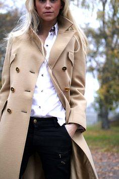 Fall / Winter - business casual - street chic style - kaki coat or trench coat + black skinnies + white shirt