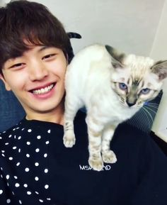 What a lucky cat you are Sungjae Btob, Minhyuk, Btob Members, Yongin, Kdrama Actors, Korean Artist, Seong, Drama Movies, Youngjae