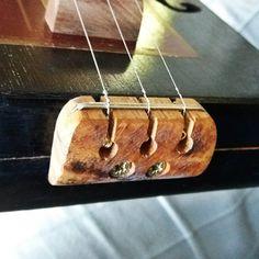 3 minutes tailpiece. Miku cigar box guitar.