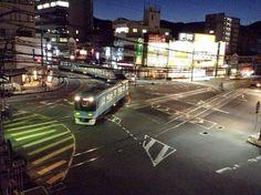 京阪電車・浜大津~上栄町間で併用軌道を走行する京阪電車•800系。4両編成の車両が併用軌道を走行するだけでも珍しいことなのですが… #路面電車の日