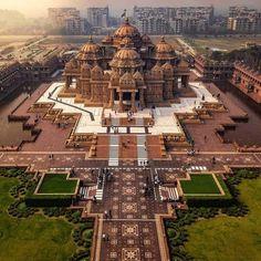 Akshardham Temple, New Delhi : pics Indian Temple Architecture, India Architecture, Ancient Architecture, Beautiful Architecture, Architecture Design, Infrastructure Architecture, Building Architecture, Landscape Architecture, Temple India
