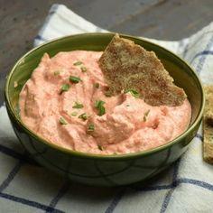 11 nagyon finoman fűszerezett, kenyérre kenhető sós kence | Nosalty Gnocchi, Crackers, Feta, Mashed Potatoes, Dips, Ethnic Recipes, Spreads, Design, Red Peppers