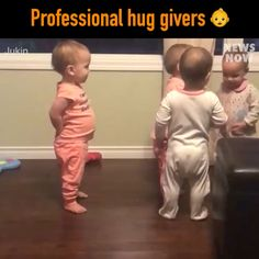 Professional huggers in training - Lustig - Kinder web Funny Baby Memes, Funny Video Memes, Funny Jokes, Hilarious, Cute Funny Babies, Funny Cute, Cute Kids, Funny Videos For Kids, Cute Baby Videos