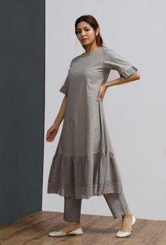 Simple Kurta Designs, Kurta Designs Women, Latest Kurta Designs, Salwar Designs, Dress Indian Style, Indian Fashion Dresses, Girls Fashion Clothes, Stylish Dresses For Girls, Stylish Dress Designs