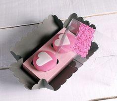 Caja para cupcakes decorada con trocitos de confetti, ref. 3000_S