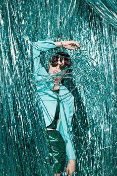 backdrop outside photoshoot ~ backdrop outside editorial ; backdrop outside ; backdrop outside photoshoot ; backdrop outside photography Foto Fashion, Fashion Shoot, Fashion Art, Editorial Fashion, Trendy Fashion, Vogue Fashion, Vogue Editorial, Urban Fashion, Fashion Brands