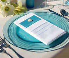 Turquoise is not only one of the best colors, refreshing and awakening, it's perfect for a beach wedding! We've already told you about blue beach weddings but I think that turquoise is worth mentioning separately. Aqua Beach Weddings, Blue Beach Wedding, Beach Wedding Reception, Beach Wedding Photos, Beach Wedding Decorations, Wedding Colors, Destination Wedding, Hawaii Wedding, Reception Ideas