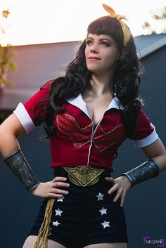 Rosy the Riveter and Wonder Woman Dc Cosplay, Easy Cosplay, Amazing Cosplay, Cosplay Outfits, Cosplay Girls, Cosplay Costumes, Simple Cosplay, Cosplay Style, Wonder Woman Cosplay