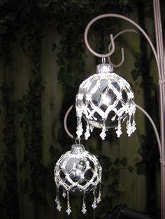 kerstballen met kralen