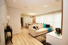 Integrar as salas de jantar e estar foi uma boa pedida para aumentar ainda mais a área social do apartamento.