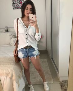 Camisa social branca shorts Jeans e tênis branco Best Casual Outfits, Short Outfits, Summer Outfits, Cute Outfits, Looks Style, Casual Looks, My Style, Love Fashion, Fashion Outfits