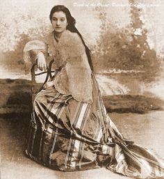 Filipino woman - Fashion and clothing in the Philippines - Wikipedia Philippines Dress, Miss Philippines, Philippines Culture, Manila Philippines, Philippines Fashion, Asian History, Women In History, Old Photos, Vintage Photos