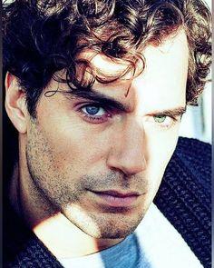 me derrite esa mirada 😍😍🔥 Henry Caville, Love Henry, Tom Hardy, Most Beautiful Man, Gorgeous Men, Henry Superman, Henry Williams, Gentleman, My Sun And Stars