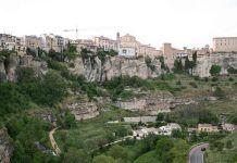 Domy, které visí nad propastí. I to vám nabídne Cuenca ve Španělsku Paris Skyline, Grand Canyon, Nature, Travel, Viajes, Naturaleza, Destinations, Traveling, Trips