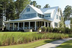 Inside Look: 2014 Palmetto Bluff Idea House with Suzanne Kasler Best Exterior Paint, Design Exterior, Exterior Paint Colors, Exterior Homes, Best White Paint, White Paints, Pintura Exterior, Palmetto Bluff, Enchanted Home