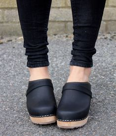 Torpatoffeln http://www.lottafromstockholm.co.uk/clogs/classic-clogs/classic-clog-black.html