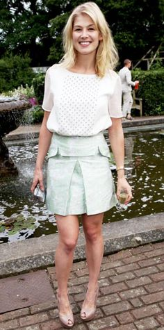JULY 6, 2012 Rosamund Pike WHAT SHE WORE Pike dined at a Jo Malone event in Christopher Kane's studded top and pastel skirt that she paired with a silver clutch and leather peep-toes.