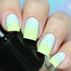 """Ana✨Nail Art-Tutorial-Swatches en Instagram: """"Geometric mint I use following . Superplaca B Stamping Plate @apipilacosmeticos #apipila . Mitty Brush @mitty_burns ✨(with my code ✨bqueen10✨ you can get 10% off in your orders at www.mitty.com.au) . Who is the boss @essiepolish ✨ . Over the top @formulaxnail ✨ . Ya Qui An stamping polish @bornprettystorenailart (With my code FML91 you can get 10% off at www.bornprettystore.com) . Happy Monday"""""""