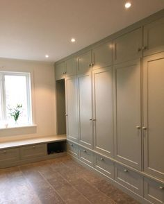 No photo description available. Built In Furniture, Cheap Furniture, Furniture Makeover, Wardrobe Design Bedroom, Bedroom Wardrobe, Office Cupboards, Teen Boy Rooms, Dressing Room Closet, Big Houses