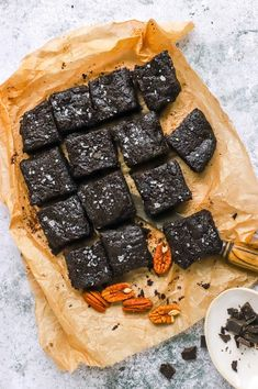 Ridiculously Good Low-Carb Chocolate Brownies - food to glow Low Carb Chocolate, Dark Chocolate Chips, Chocolate Recipes, Brownie Recipes, Keto Recipes, Raspberry Brownies, Cocoa Brownies, Vegan Butter, Gluten Free Baking