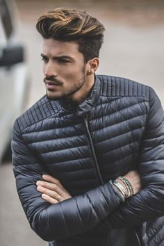 15 bring more volume and dimension to your pompadour with chestnut highlights on dark hair - Styleoholic Popular Mens Haircuts, Haircuts For Men, Men's Haircuts, Men Hair Color Highlights, Medium Hair Styles, Short Hair Styles, Mens Hair Colour, Winter Hairstyles, Stylish Hairstyles