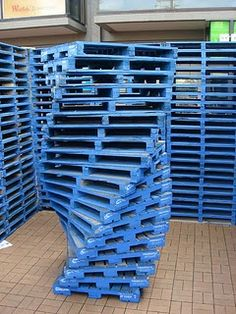 31 ways to reuse pallets. Not so sure I like this blue art idea, but original site has some interesting ideas.