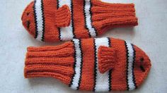 Knitting Patterns Mittens Finding Nemo knitted mittens- I am surprised more of these were not made during the snow storm…. Knitted Gloves, Knitting Socks, Free Knitting, Baby Knitting, Knitting Patterns, Mittens Pattern, Knit Socks, Crafts, Do It Yourself