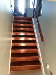 Best Red Oak Railing And Stairs Stained Red Mahogany Www 400 x 300