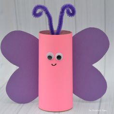 These toilet paper roll crafts are a wonderful method to recycle these usually forgotten paper products You can use toilet paper rolls for anything! The post These toilet paper roll crafts are a wonderful met… appeared first on Pinova - Paper Crafts Spring Crafts For Kids, Crafts For Kids To Make, Kids Crafts, Easy Crafts, Craft Kids, Easy Diy, Summer Crafts, Simple Diy, Diy Gifts For Girlfriend