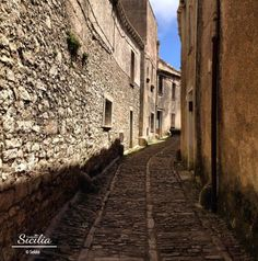 Vicolo - Erice  #Sicily,  #Erice #borghipiubelliditalia    To discover Erice, let's begin our tour from Porta Trapani and walk through the alley streets and the squares, bordered by churches and palaces that, in open spaces, reveal majestic landscapes.