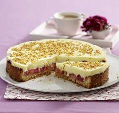 Unser beliebtes Rezept für Rhabarber-Creme-Torte und mehr als 55.000 weitere kostenlose Rezepte auf LECKER.de.