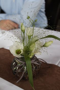 Brown White Wedding decoration with White Lisianthus and Fontänengras (Panicum) - Would also work for a coffee themed wedding!