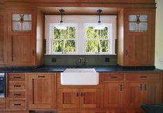 ideas for kitchen green cabinets craftsman style Mission Style Kitchens, Craftsman Style Kitchens, Bungalow Kitchen, Craftsman Interior, Farmhouse Style Kitchen, Home Kitchens, Remodeled Kitchens, Craftsman Houses, Craftsman Bathroom