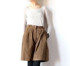 80s Pleated Leather Bermuda Shorts Brown Suede by factoryhandbook