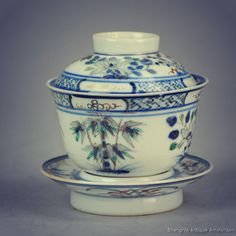 A rare antique Gaiwan Tea Bowl.  . #antiquestore #antiqueshopping #finearts #qing #dynasty #collectible #chineseaccessories #chinesestuff #chinaaddict #teadrinker #timefortea #tealover #teaaddict #teasetvintage #lovefortea