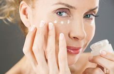5 Eye Creams and Serums for Dark Circles and Wrinkles Beauty Bar, Hair Beauty, Face Care, Skin Care, Anti Aging Tips, Skin Tips, Dark Circles, Beauty Trends, Thing 1