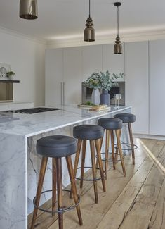 Beauty in the UK – Greige Design Marble Interior, Interior Design Kitchen, Interior Decorating, Contemporary Interior, Home Decor Kitchen, New Kitchen, Home Kitchens, Kitchen Island, Brick Wall Kitchen