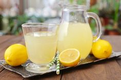Made with lavender-infused honey simple syrup, this lavender lemonade is perfectly refreshing and made with no refined sugars! Whip up this lavender lemonade recipe to share at your next summer grill out! Fresh Lemonade Recipe, Honey Lemonade, Lavender Lemonade, Pink Lemonade, Homemade Lemonade, Strawberry Lemonade, Healthy Lemonade, Basil Lemonade, Lavender Honey