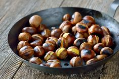 Water chestnut nutrition and its recipes are linked to health benefits. Water chestnut is an aquatic vegetable which grows in the muddy or marshy area of th Cooking Chestnuts, Roasted Chestnuts Oven, Chestnut Recipes, Sweet Chestnut, Water Chestnut, Vegetable Protein, Wine Recipes, Cooking Tips, Fire Cooking