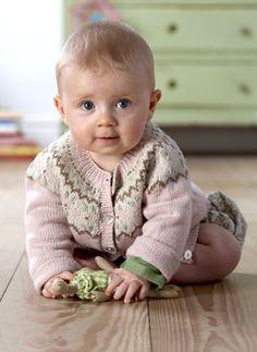 De stumpede bukser er nemme at strikke, for de er nærmest lige op og ned Knitting For Kids, Baby Knitting Patterns, Baby Patterns, Baby Barn, Baby Cardigan, Children In Need, Baby Crafts, Our Baby, Beautiful Babies