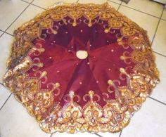 48-INCH-BURGUNDY-GOLD-FANCY-SEQUINS-JEWELS-TREE-SKIRT-CHRISTMAS-DECORATION