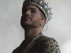 @devenlane @KJC135 @brianmaycom @adamlambert @DrBrianMay @OfficialRMT Adam Lambert wears it now. WEARS IT PROUD 4 ALL pic.twitter.com/55tOMnfeAW