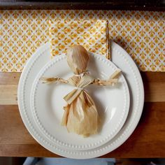 Step by Step tutorial on how to make a corn husk doll >> fall homesteading