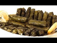Hojas de parra rellenas Receta | Hojas rellenas - YouTube Turkish Kitchen, Arabian Food, Israeli Food, Lebanese Recipes, Exotic Food, Middle Eastern Recipes, What To Cook, Tasty Dishes, Healthy Snacks