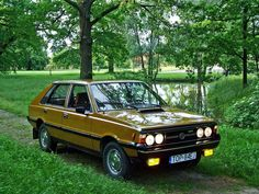FSO Polonez 1500 One of the worst cars ever A piece of junk Literally! Lada Nova, Car Polish, Poland Travel, Engine Rebuild, Car Makes, Train Car, Old Cars, Cars And Motorcycles, Vintage Cars